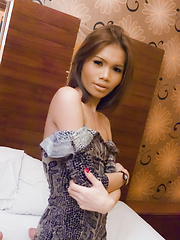 All natural Ladyboy teen Bebe loves no condom sex