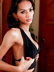 Ыexy ladyboy with an incredible body