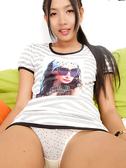 Benz is a cute and sexy 18 year old from Issan who works in Cascade Bar