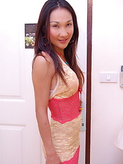 Sexy Thai ladyboy spreading to flash close-ups of her tight backdoor