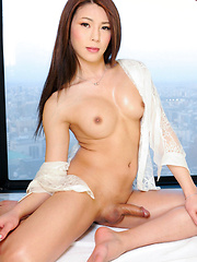 Making her third appearance on the site today, 20-year old Nagoya babe Yuria Misaki is back and treats to a splendid show of self satisfaction. Stripping down to just her heels she teases us with her killer curves before assuming the position and busting